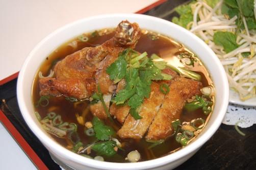 Суп с мясом утки и лапшой