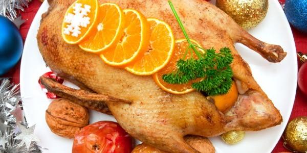Рецепт и полезные советы по приготовлению утки в духовке целиком